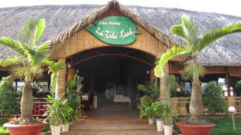 Nhà hàng Lá Trầu Xanh