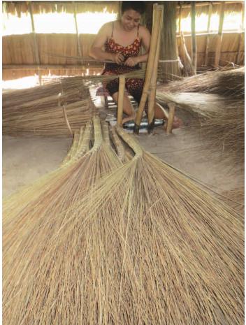 Làng nghề Bó chổi cọng dừa ấp Tân Thành Đông